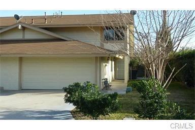6980 John Drive, Riverside, CA 92509 (#PW17261471) :: The DeBonis Team