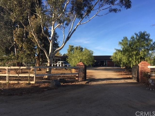 32360 Galleano Avenue, Winchester, CA 92596 (#SW17261637) :: Dan Marconi's Real Estate Group