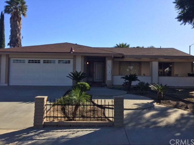 1527 S Vicentia Avenue, Corona, CA 92882 (#IG17260253) :: Impact Real Estate
