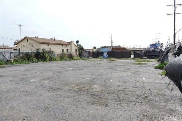 2401 Cole Place, Huntington Park, CA 90255 (#SR17262786) :: Dan Marconi's Real Estate Group