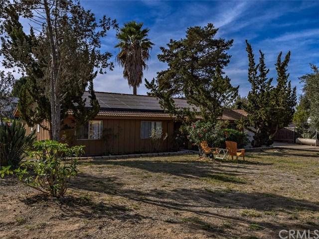 218 Calle De La Paloma, Fallbrook, CA 92028 (#SW17266876) :: The Val Ives Team