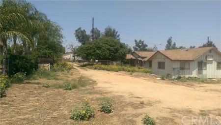 10538 58th Street, Jurupa Valley, CA 91752 (#IV17268454) :: Provident Real Estate