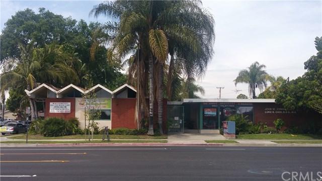 1001 E Chapman Avenue, Fullerton, CA 92831 (#PW17269189) :: Ardent Real Estate Group, Inc.