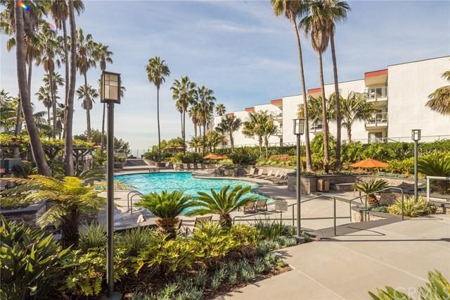 610 The Village #315, Redondo Beach, CA 90277 (#SB17270104) :: Go Gabby