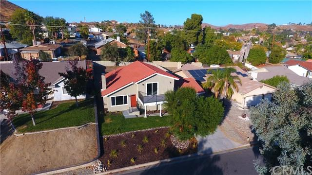 23486 Schooner Drive, Canyon Lake, CA 92587 (#PW17270527) :: California Realty Experts