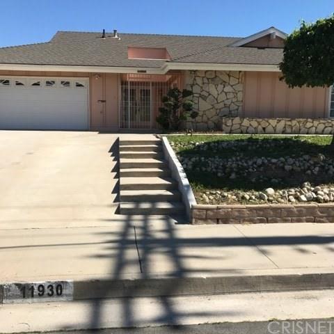 11930 N Woodley Avenue, Granada Hills, CA 91344 (#SR17270739) :: Fred Sed Realty
