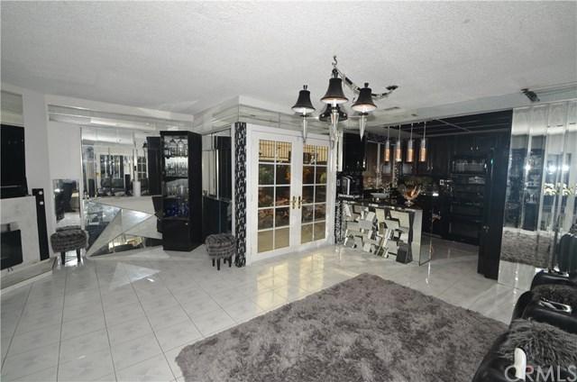 14118 Lemoli Avenue, Hawthorne, CA 90250 (#SB17270670) :: Erik Berry & Associates