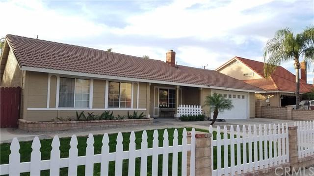 698 S Verde Avenue, Rialto, CA 92376 (#CV17266822) :: Mainstreet Realtors®