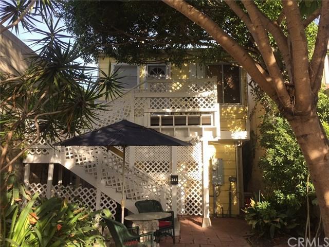 391 2nd Street, Laguna Beach, CA 92651 (#CV17272328) :: DiGonzini Real Estate Group