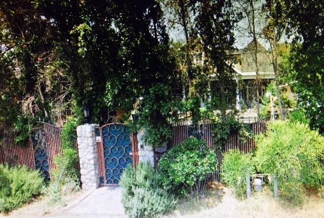 4833 Morella Avenue, Valley Village, CA 91607 (#OC17272392) :: Prime Partners Realty