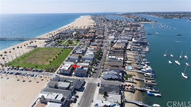 924 E Oceanfront, Newport Beach, CA 92661 (#OC17269167) :: Mainstreet Realtors®