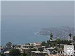 911 Santa Ana Street, Laguna Beach, CA 92651 (#LG17270616) :: Mainstreet Realtors®