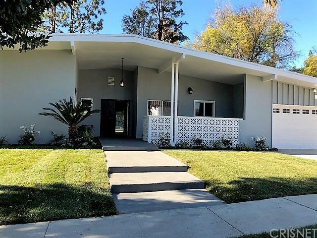 18608 Palomino Drive, Tarzana, CA 91356 (#SR17268966) :: Fred Sed Realty