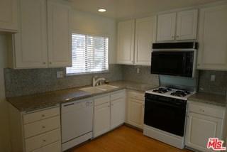 18319 Collins Street #15, Tarzana, CA 91356 (#17293460) :: Fred Sed Realty