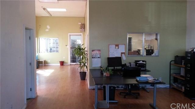 8228 Phlox Street, Downey, CA 90241 (#RS17274044) :: Kato Group