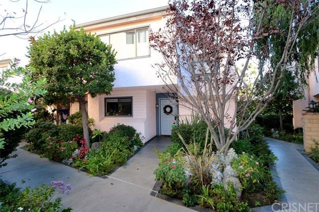 11911 Magnolia Boulevard #11, Valley Village, CA 91607 (#SR17273842) :: Prime Partners Realty