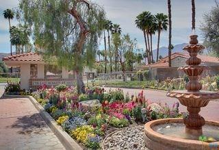 2700 E Mesquite Avenue E28, Palm Springs, CA 92264 (#17296066PS) :: Carrington Real Estate Services