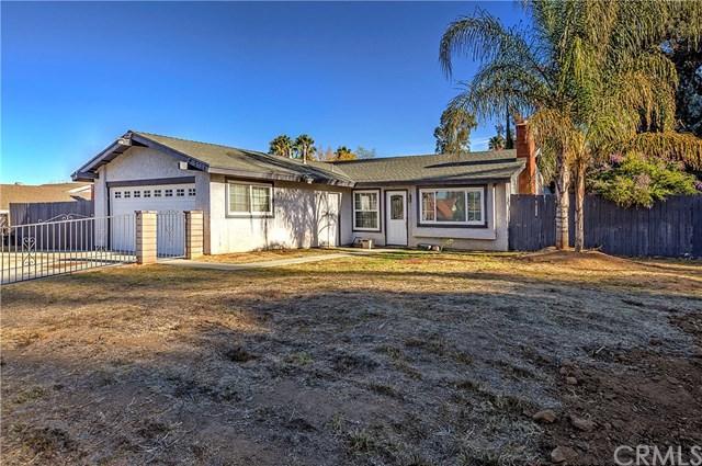 2725 Horace Street, Riverside, CA 92506 (#IG17273105) :: Mainstreet Realtors®
