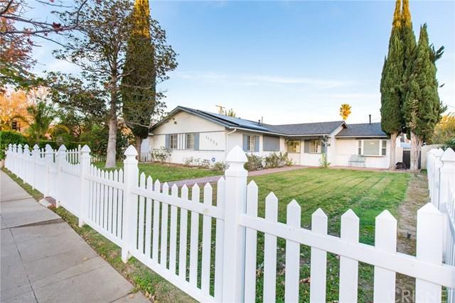 11250 Woodley Avenue, Granada Hills, CA 91344 (#SR17274408) :: Fred Sed Realty