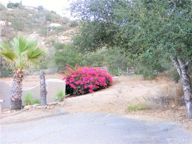2 Rainbow Glen Road, Fallbrook, CA 92028 (#SW17274743) :: Allison James Estates and Homes