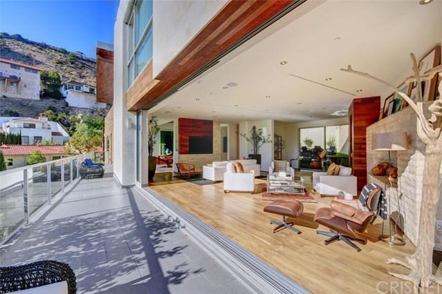 1700 Queens Court, Los Angeles (City), CA 90069 (#SR18015134) :: The Marelly Group | Realty One Group