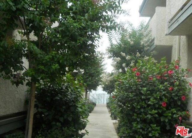 8801 Cedros Avenue #8, Panorama City, CA 91402 (#18305904) :: The Brad Korb Real Estate Group