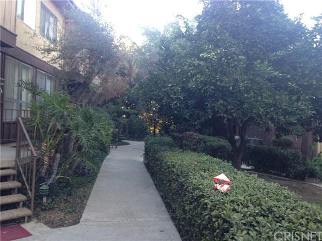 7301 Lennox Avenue E B5, Van Nuys, CA 91405 (#SR18016558) :: The Brad Korb Real Estate Group
