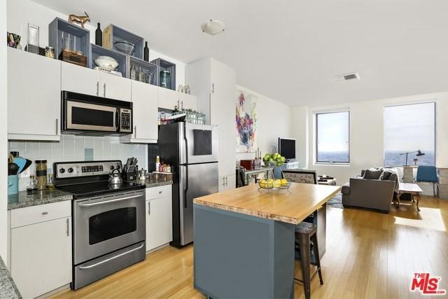 3810 Wilshire #1909, Los Angeles (City), CA 90010 (#18305494) :: The Brad Korb Real Estate Group