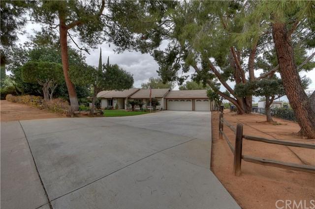 9319 Equestrian Drive, Riverside, CA 92503 (#OC18036536) :: The DeBonis Team