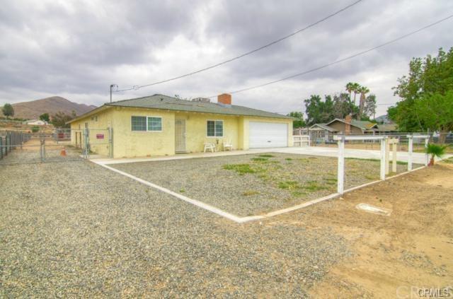 4463 Hillside Avenue, Norco, CA 92860 (#IG18036441) :: The DeBonis Team