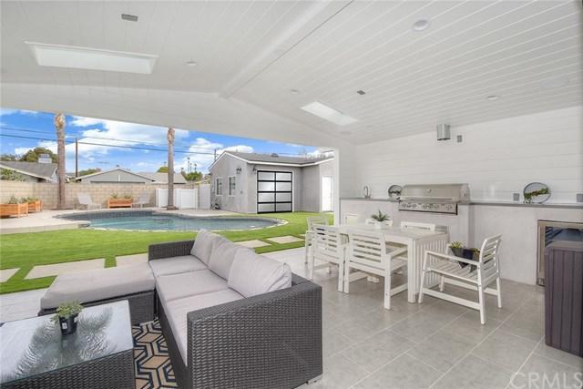 256 Palmer Street, Costa Mesa, CA 92627 (#NP18037478) :: Fred Sed Realty