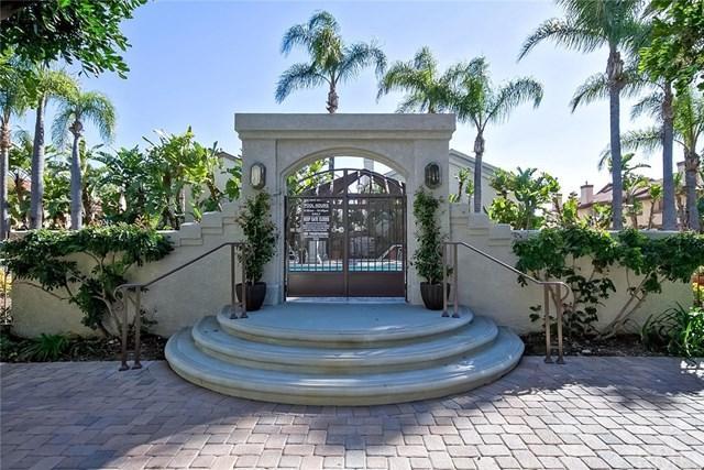 4782 Tiara Drive #204, Huntington Beach, CA 92649 (#OC18038357) :: Doherty Real Estate Group