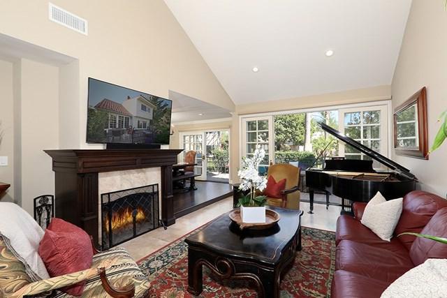444 Vista Roma, Newport Beach, CA 92660 (#NP18037463) :: Fred Sed Realty