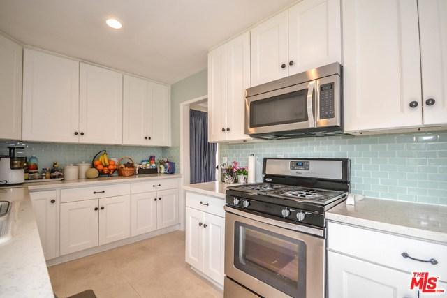 358 S Gramercy Place #201, Los Angeles (City), CA 90020 (#18322848) :: Realty Vault