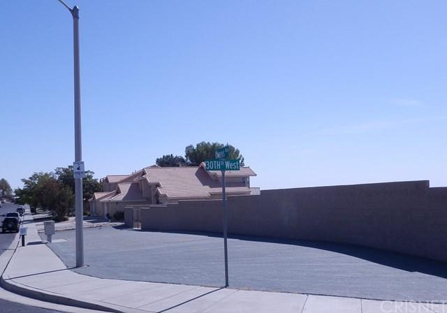 888 30th Street W, Rosamond, CA 93560 (#SR18060499) :: Realty Vault