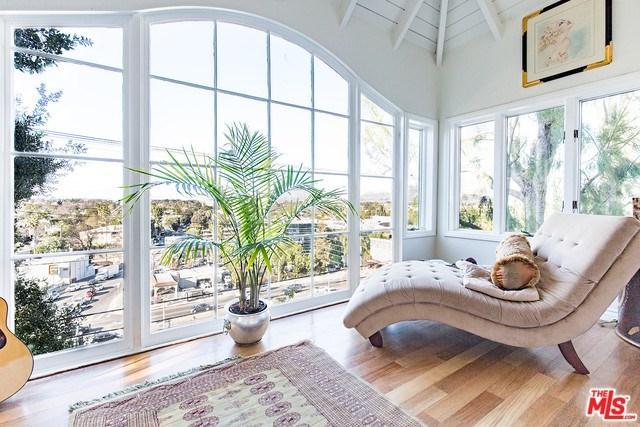 11385 Sunshine Terrace, Studio City, CA 91604 (#18323012) :: Prime Partners Realty
