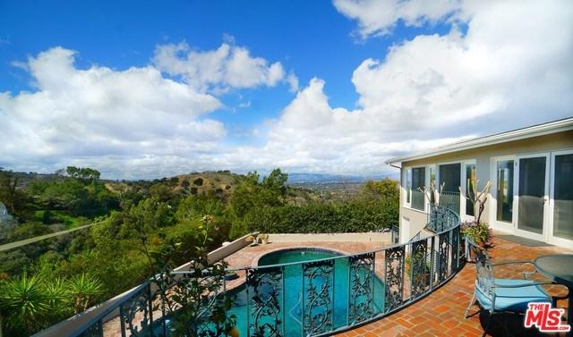 3251 Coldwater Canyon Avenue, Studio City, CA 91604 (#18323884) :: Prime Partners Realty