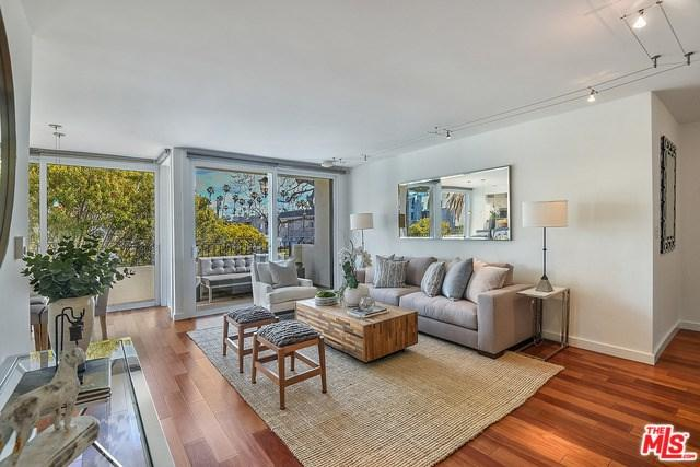 930 3RD Street #305, Santa Monica, CA 90403 (#18311352) :: Erik Berry & Associates