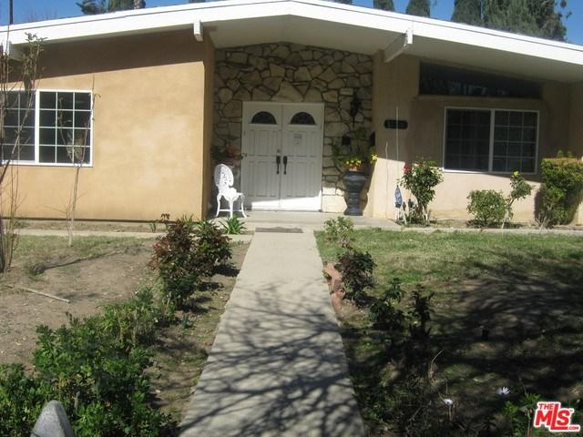 22201 Burbank, Woodland Hills, CA 91367 (#18313690) :: Realty Vault