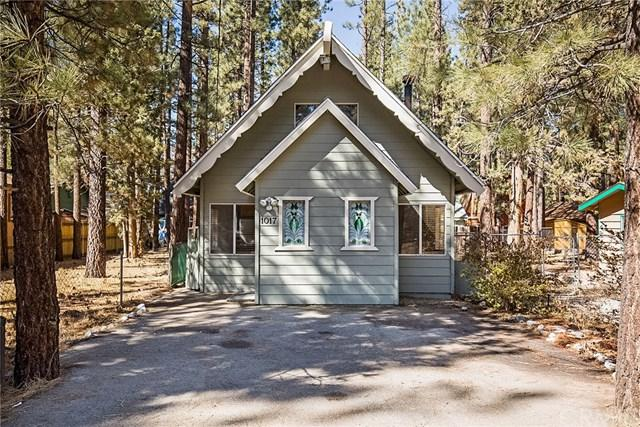 1017 Robinhood Boulevard, Big Bear, CA 92314 (#CV18063121) :: The Darryl and JJ Jones Team
