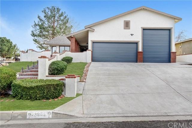 12900 Cedarbrook Lane, Victorville, CA 92392 (#CV18065727) :: The Darryl and JJ Jones Team