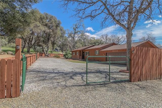 38949 Sierra Lakes Drive, Oakhurst, CA 93644 (#FR18074828) :: The Ashley Cooper Team