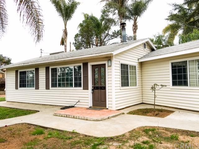 454 E Elder Street, Fallbrook, CA 92028 (#IV18077392) :: RE/MAX Empire Properties
