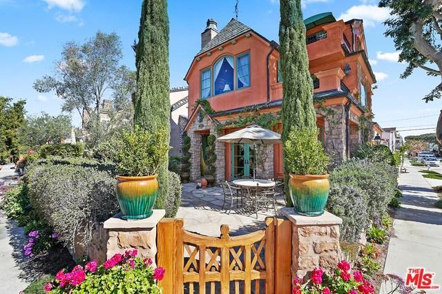 300 Larkspur Avenue, Corona Del Mar, CA 92625 (#18334344) :: RE/MAX Empire Properties