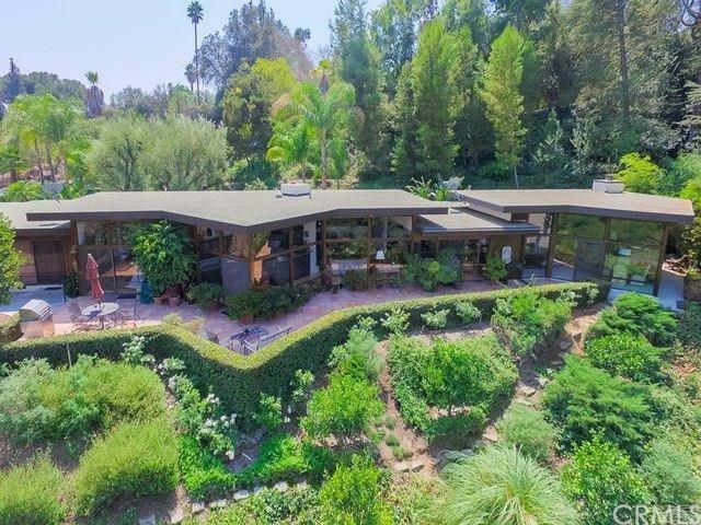5090 Queen Street, Riverside, CA 92506 (#IV18080374) :: Bauhaus Realty