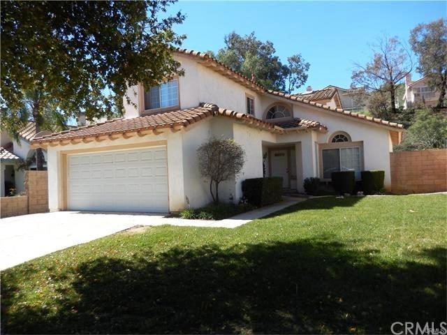 760 Saint Helena Drive, Corona, CA 92879 (#DW18088647) :: Barnett Renderos