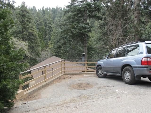 733 Oakmont Lane, Lake Arrowhead, CA 92352 (#EV18090193) :: RE/MAX Empire Properties