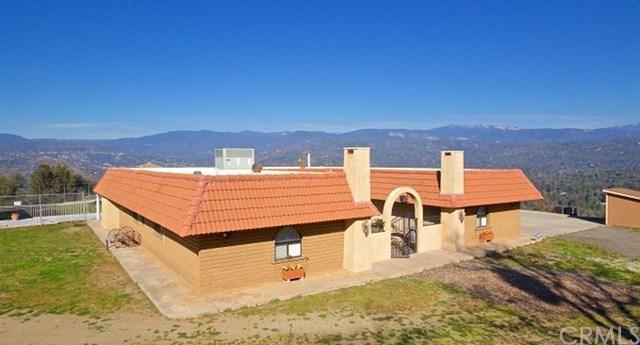 38720 Highway 41, Oakhurst, CA 93644 (#FR18090327) :: Kristi Roberts Group, Inc.