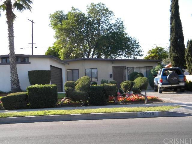 12909 Vaughn Street, San Fernando, CA 91340 (#SR18090870) :: The Brad Korb Real Estate Group