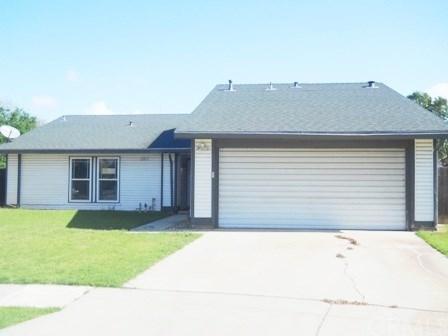 2201 S Laureen Avenue, Fresno, CA 93725 (#MD18068450) :: Impact Real Estate